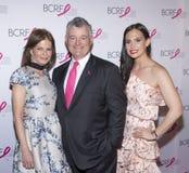 Varma rosa partiankomster f?r BCRF 2019 arkivfoto