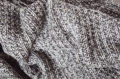 Varma stucken skrynklig pläd för ull grå färger Hem- cosiness royaltyfri bild