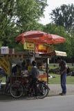 varmkorvar i stad parkerar i Amsterdam, Nederländerna Royaltyfria Foton