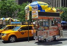 Varmkorvvagn i New York City Arkivfoto