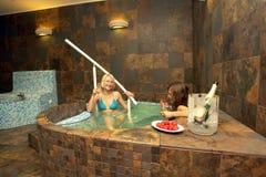varmt bada kvinnor Arkivfoton