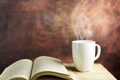 varmt bokkaffe Arkivbild