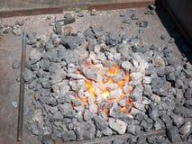 varmt för panna för tätt kol som flammskjutas upp Arkivbild