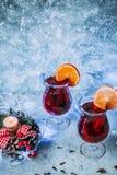 Varmt funderat vin för jul arkivbilder