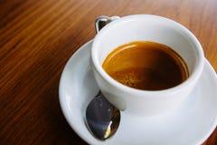 Varmt kaffe i en kopp Royaltyfria Bilder