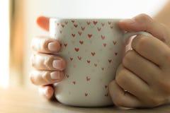Varmt kaffe i ett exponeringsglas royaltyfri fotografi