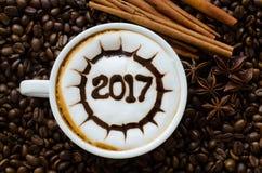 Varmt kaffe med skum mjölkar modellen för konst 2017 Arkivbild