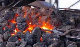 varmt kol Arkivfoton