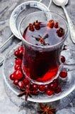 Varmt te med tranbäret royaltyfria foton