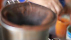 Varmt te med varmvatten stock video