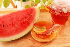 Varmt te med vattenmelon Arkivfoton
