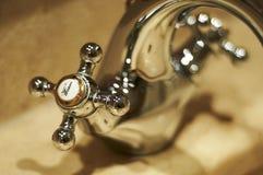 varmt vatten för vattenkran Royaltyfria Bilder