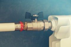 Varmvattenrör och element royaltyfri bild