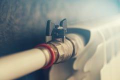 Varmvattenrör och element royaltyfri foto