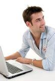 Varón usando la computadora portátil Foto de archivo libre de regalías