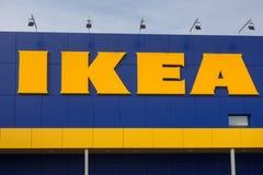 VARNA Bułgaria, LUTY, - 1, 2016: Ikea logo w Varna IKEA jest detalistą przygotowywającymi asse światowymi ` s wielkimi meblarskim Zdjęcie Stock
