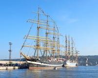 Varna Bułgaria, Październik, - 02 2016: międzynarodowa Wysoka statek flota wraca Czarny morze 2016 Obrazy Stock