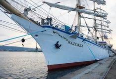 Varna Bułgaria, Październik, - 02: Międzynarodowego Regatta SCF czerni DENNI WYSOCY statki REGATA 2016 Zdjęcia Stock