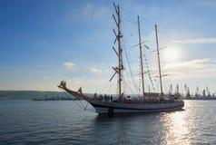 Varna Bułgaria, Październik, - 02: Międzynarodowego Regatta SCF czerni DENNI WYSOCY statki REGATA 2016 Zdjęcie Stock