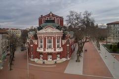 VARNA, BULGÁRIA - 19 DE MARÇO DE 2017: O teatro e Opera dramáticos em Varna, Bulgária Fundado em 1921 Fotos de Stock