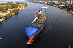 VARNA, BULGÁRIA - SETEMBRO 26: Navio de carga turco Fotografia de Stock Royalty Free