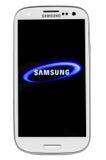 Varna, Bulgaria - Juny 03, 2012: El modelo Samsung S3 del teléfono celular tiene Imágenes de archivo libres de regalías