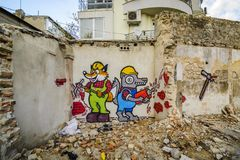 VARNA, BULGARIEN - 4. April 2015 - Graffiti auf einem verlassenen Haus Stockfotografie