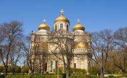 VARNA, BULGARIEN - 2. MAI 2017: Orthodoxe Kathedrale der Annahme Lizenzfreie Stockbilder