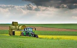Varna Bulgarien - May 23., 2016: Traktor FENDT 724 Vario Arkivfoton