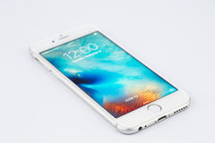 Varna Bulgarien - November 17, 2015: Mobiltelefonmodell Iphone 6s Royaltyfri Foto
