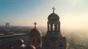 Varna, Bulgarien och domkyrkan av antagandet stad ?ver soluppg?ng stock video
