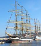 Varna Bulgarien - Oktober 02 2016: internationell högväxt skeppflotta går tillbaka till Blacket Sea 2016 Arkivbild
