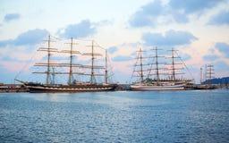 Varna Bulgarien - Oktober 02 2016: internationell högväxt skeppflotta går tillbaka till Blacket Sea 2016 Arkivfoto