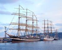 Varna Bulgarien - Oktober 02 2016: internationell högväxt skeppflotta går tillbaka till Blacket Sea 2016 Royaltyfria Bilder