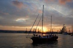 Varna Bulgarien - Oktober 02: Internationella HÖGVÄXTA SKEPP REGATA 2016 för regatta SCF BLACK SEA Fotografering för Bildbyråer