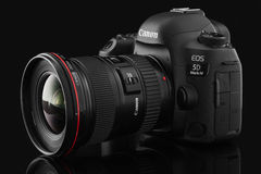 Varna Bulgarien - September 24, 2016: Wi för kamera för Canon 5D fläckdropp Royaltyfri Fotografi