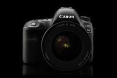 Varna Bulgarien - September 24, 2016: Wi för kamera för Canon 5D fläckdropp Arkivfoto