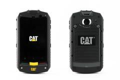Varna, Bulgarije - Maart 03, 2013: Telefoon van Cat van de celtelefoon de modelb10 Stock Foto