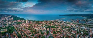 Varna flyg- surrsikt för Bulgarien Härlig panorama av seascap arkivfoto