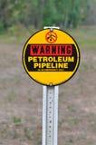 Varnande Petrolium rörledningtecken Royaltyfria Bilder