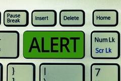 Varning för textteckenvisning Begreppsmässigt foto en meddelandesignalvarning av fara tillståndet av att vara vaksamt royaltyfri foto