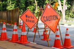 Varningen undertecknar in konstruktionsplatsen Arkivfoto