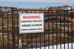 Varningskonstruktionsplats under 24 timmevideobevakning Royaltyfri Fotografi