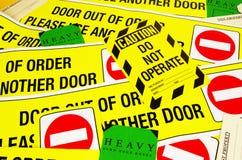 Varningssäkerhetsklistermärkear Arkivbilder