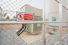 Varningstecken, behörig personal endast för säkerhetsbegrepp Royaltyfri Foto