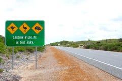 Varningstecken för att korsa ett piggsvin, emu och kängurur i Australien Arkivfoto