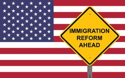 Varningstecken för invandringsreform framåt Royaltyfria Bilder