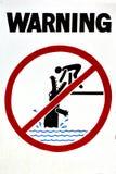 Varningstecken - farakrokodiler, ingen simning Royaltyfria Bilder