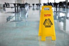 Varningstecken inom byggnad Arkivbild