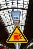 Varningstecken och högtalare royaltyfri fotografi